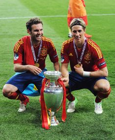 the two final scorers, Fernando Torres and Juan Mata yea Chelsea.  To bad Mata didn't get to hardly play, screw Spain and their horrible national anthem