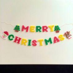 こちら発送までに2週間ほどお時間いただく場合があります(>_<)アイロンビーズで作りました꒰*´∀`*꒱メリークリスマスガーランドです。他にもハロウィンガーランドバースデーガーランド結婚式の運命の赤い糸など出品しております。1文字5センチになります。 3d Perler Bead, Perler Beads, Bead Crafts, Diy And Crafts, Crochet Necklace, Merry Christmas, Monograms, Design, Xmas