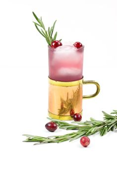 Based on the traditional Moscow Mule, the Yule Mule is a holiday cocktail featuring ginger beer and cranberry juice. Garnish it with rosemary and fresh cranberries for a cocktail that tastes just like Christmas!(via feastandwest.com)