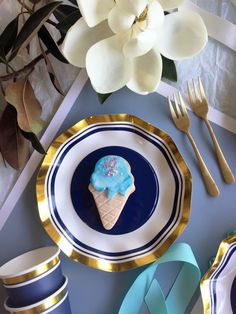 Take your table setting to the next level with our chic Cobalt Blue party tableware