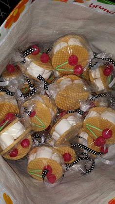 IJswafels met marshmallows en een kersenlolly