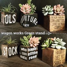 Wood Block Crafts, Diy Wood Projects, Wood Crafts, Painted Wooden Boxes, Wooden Cubes, Succulent Arrangements, Planting Succulents, Decoupage Vintage, Deco Floral