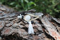 Women's bracelet ABRIL in black and white colors, camel and silver made with alabaster, goldstone, onyx, hematite and mother of pearl. Ideal for brown skin tones. To look casual and casual looks. #bracelet #cloris #nacre #boho #ibiza #hematite #silver #onyx #tassel #shell #nude #white #black #blackandwhite #madeinspain #woman #style #fashion #new #accesories #bohochic #handcraft #handmade #valencia