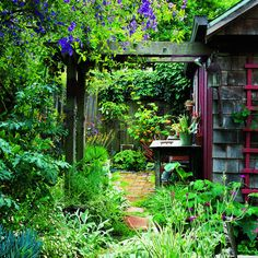 lush garden makes little hideaways even more enchanting.