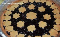 crostata e biscotti con la farina di semola Più di metà impasto l'ho usato per una crostata con marmellata di mirtilli l'altra parte per i biscotti con la mia bimba di 4 anni. A  mio gusto la frolla rende meglio nei biscotti, resta croccante  #farina #ricetta #biscotti #crostata