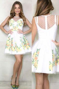 Romantické dvojvrstvové šaty áčkového strihu - spodné šaty na tenké nastaviteľné ramienka s potlačou citrusov, vrchná časť šiat je pokrýtá transparetným guličkovaným materiálom. Šaty sú vhodné na akúkoľvek spoločenskú udalosť.