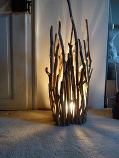 Romantische Lampe aus Treibholz, Dekoration fürs Wohnzimmer / romantic lamp mad… Driftwood romantic lamp, home decoration made by driftwood Key board made of TreibhDIY: copper lampThis is a piece of Monday Diy Luz, Driftwood Lamp, Driftwood Ideas, Driftwood Crafts, Creation Deco, Crafts To Make, Twig Crafts, Easy Crafts, Light Crafts