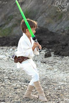 Robe pattern and The Easiest Boot Covers Ever…and other Star Wars Costumes Tips Star Wars Halloween, Kids Star Wars Costumes, Boy Costumes, Halloween Costumes For Kids, Halloween 2014, Costume Ideas, Disfraz Luke Skywalker, Luke Skywalker Costume, Star Wars Birthday