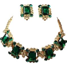 Vintage D&E Juliana Emerald Green Jonquil Rhinestone Necklace Earrings... ❤ liked on Polyvore featuring jewelry, vintage jewellery, emerald green jewelry, rhinestone jewelry, vintage jewelry and chunky jewellery