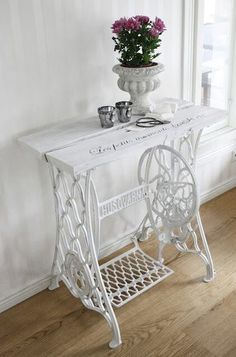 Sewing table vintage upcycled furniture New ideas Refurbished Furniture, Repurposed Furniture, Shabby Chic Furniture, Furniture Makeover, Vintage Furniture, Painted Furniture, Diy Furniture, Furniture Refinishing, Office Furniture