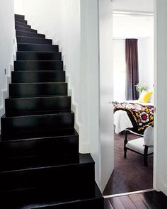 Love the black staircase and white walls! Ideas for our next home! Black Staircase, White Stairs, White Walls, Style At Home, All White Room, White Space, Painted Stairs, Wood Stairs, Painted Floors