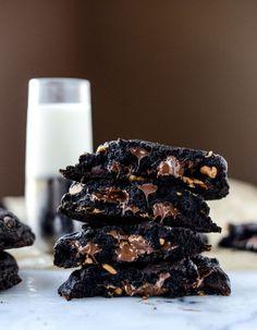 double dark chocolate peanut butter cup cookies I howsweeteats.com @howsweeteats