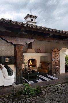 Las Orquídeas: Se caracteriza por tener su propio patio y sala privada, con chimenea tanto en la sala como en la suite, posee una cama King. En el tono rosado de las orquídeas que es un color relajado e influye en los sentimientos.
