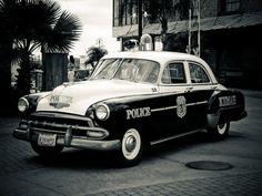Cute vintage cop car pic