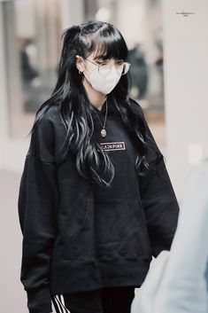 Your source of news on YG's current biggest girl group, BLACKPINK! Please do not edit or remove the logo of any fantakens posted here. Lisa Bp, Blackpink Jennie, Blackpink Fashion, Korean Fashion, Fashion Clothes, Fashion Women, Fashion Ideas, Fashion Tips, Korean Girl Ulzzang