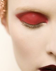 Lisa Sciascia is a fashion, lifestyle and beauty photographer