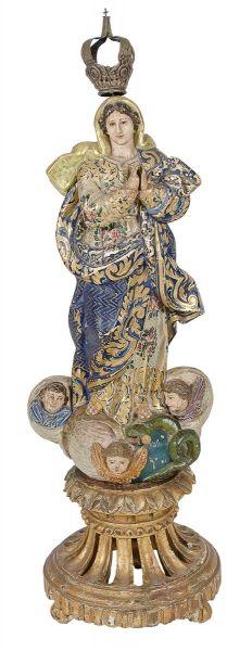 NOSSA SENHORA DA CONCEIÇÃO. Imagem em madeira policromada. Alt.: 40cm. Portugal - séc. XIX. Acompanha coroa em prata. (Faltam 2 dedos). Base r$2.000,00. Abr15.