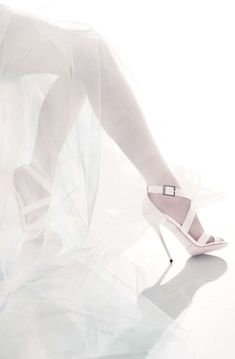 La collection mariage 2015 de Jimmy Choo http://www.vogue.fr/diaporama/jimmy-choo-presente-sa-collection-mariage-2015/21791#!7