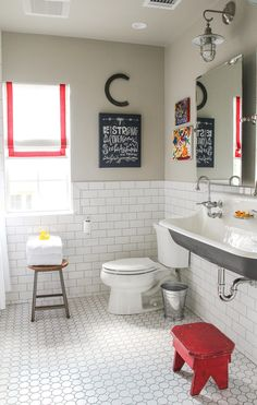 Becki Griffin_Holly Mathis Interiors- Vintage Industrial chic bathroom