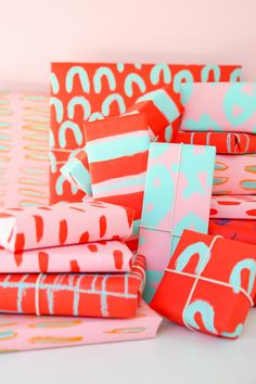 DIY holiday gift wrap for pattern lovers using chalk pastels and acrylic paint #WrappedInStyle