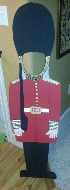 London Palace Guard wooden face cutout Classroom Decor Themes, Classroom Displays, London Party, London Theme Parties, England Party, English Day, British Party, British Values, Great Fire Of London
