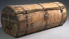 Travel trunk - wood frame, leather and iron strapping  H 47 cm - L 115 cm W 50 cm France - sixteenth century.