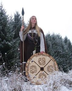 The Thegns of Mercia: Shield-Maidens and Cross-Dressing