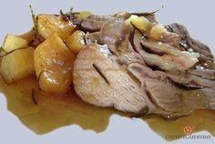 Arista di maiale al forno è un secondo piatto tipico domenicale. Un piatto gustoso arricchito con patate e aromi misti in polvere.