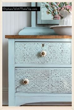 Embossing Plaster Dresser country chic paint in icicle Refurbished Furniture, Repurposed Furniture, Shabby Chic Furniture, Furniture Makeover, Shabby Chic Drawers, Diy Dresser Makeover, Vintage Furniture, Furniture Projects, Diy Furniture