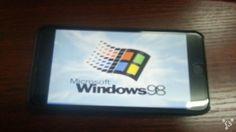 Hoy queremos compartir con vosotros una noticia que nos ha llamado especialmente la atención, pues un internauta del foro asiático Feng, conocido con el nick Xyq058775, ha sorprendido a la red por haber logrado instalar y ejecutar Windows 98 en su iPhone 6 Plus.