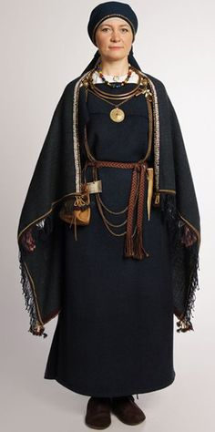 National folk costumes of Finland Viking Clothing, Historical Clothing, Ethnic Fashion, Love Fashion, Fashion Design, Fashion Outfits, Vikings, Folk Costume, Poses