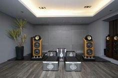 High end audio audiophile speaker Bower 800D listening room