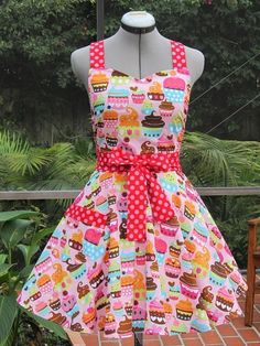 Sweetheart Hostess Apron-Pink Cupcakes-Vintage Inspired -Full of Twirl Flounce- Retro Apron, Aprons Vintage, Baking Apron, Vintage Cupcake, Vintage Inspiriert, Cute Aprons, Pink Cupcakes, Yummy Cupcakes, Sewing Aprons