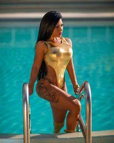 girl nude ass spread