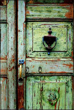 green door Doors some door chipping green German door Les Doors, Windows And Doors, Cool Doors, Unique Doors, Knobs And Knockers, Door Knobs, Door Handles, When One Door Closes, Door Detail