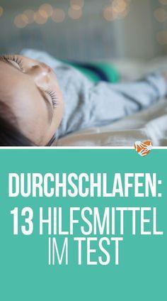 """Das Baby schläft nicht … Das Thema Schlafen kann im Leben von jungen Eltern ein """"Monster-Thema"""" sein. Da geht es anfangs hauptsächlich ums Durchschlafen, später dann um's Einschlafen. Aber auch das Aufstehen kann ein Thema sein. Wir haben alles durchgemacht – und aus purer Verzweiflung auch sehr viel ausprobiert. Der Versuch einer halbwegs chronologischen Zusammenfassung aller Maßnahmen samt Erfolgsbewertung: #schlafen #durchschlafen #baby #familie"""