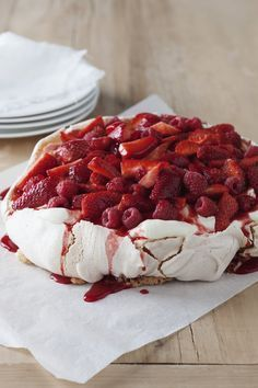 Pavlova topped with Fresh Raspberries and Strawberries drizzled with SHOTT Strawberry syrup. Perfect summer dessert dressed to impress! Easy Desserts, Delicious Desserts, Dessert Recipes, I Love Food, Good Food, Yummy Food, Tapas, Naked Cakes, Happy Foods