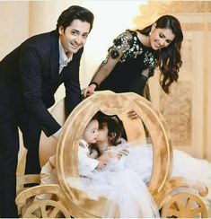 Pakistani Wedding Outfits, Indian Bridal Outfits, Wedding Dresses, Romantic Couples Photography, Teenage Girl Photography, Aiza Khan Wedding, Pakistan Bride, Mom Dad Baby, Cute Couple Images