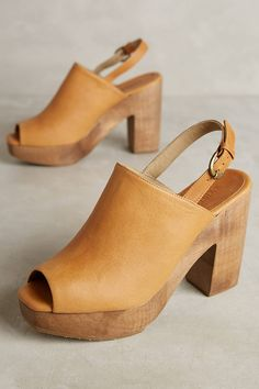 clogs are my go-to summer shoe! check out my 5 favorites at jojotastic.com