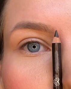 Eyebrow Makeup Tips, Makeup Tutorial Eyeliner, Makeup Looks Tutorial, Eye Makeup Steps, Makeup Eye Looks, Beauty Makeup Tips, Contour Makeup, Smokey Eye Makeup, Skin Makeup