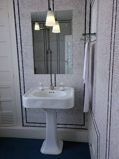 Bathroom of 78 Derngate with all the mod cons for 1917!