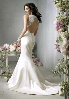 Love the open back. If only I could get married again...to Jeff of course ;)