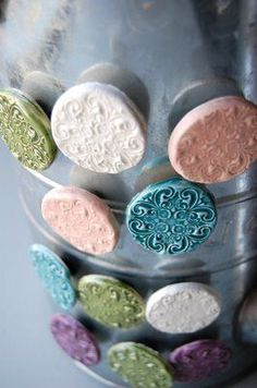 these magnets and it gives me a good idea, display your favorite magnets on old tin cans!Love these magnets and it gives me a good idea, display your favorite magnets on old tin cans! Hand Built Pottery, Slab Pottery, Ceramic Pottery, Pottery Art, Ceramics Projects, Clay Projects, Clay Crafts, Clay Magnets, Pottery Handbuilding