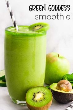 This Green Goddess Smoothie is a healthy snack that's packed full of green fruits and veggies. This is one simple green smoothie you go crazy for! Smoothie Bowl Vegan, Smoothies Vegan, Smoothies Detox, Kiwi Smoothie, Easy Smoothies, Smoothie Recipes, Healthy Foods To Eat, Healthy Life, Healthy Snacks