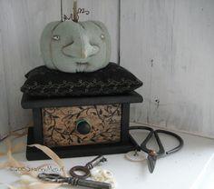 Earlywork- The Goode Wife  ©2015 Stacey Mead  Jarrahdale Pumpkin pinkeep