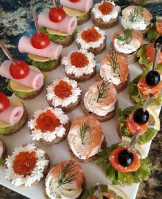 Plats Ramadan, Healthy And Unhealthy Food, Party Food Platters, Catering Food, Xmas Food, Food Decoration, Food Design, Food Plating, Finger Foods