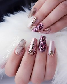 Nail art Christmas - the festive spirit on the nails. Over 70 creative ideas and tutorials - My Nails Ongles Bling Bling, Rhinestone Nails, Bling Nails, Sparkly Nails, Best Acrylic Nails, Acrylic Nail Designs, Nail Art Designs, Best Nail Designs, Glam Nails