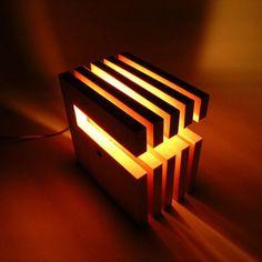 まとめのインテリア - 重なりをつくる。 L-wich ダークブラウン Lamp Socket, Vintage Lamps, Light Decorations, Innovation, Table Lamp, Home Appliances, Lighting, Amazing, Creative