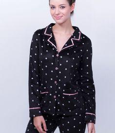 Pijama feminino  Manga longa  Estampado  Com abertura frontal  Marca: Lov  Tecido: Fleece  Composição: 100% Poliéster       Medidas da Modelo:     Altura: 1,76  Busto: 90  Cintura: 65  Quadril: 98       COLEÇÃO INVERNO 2016     Veja outras opções de    pijamas.
