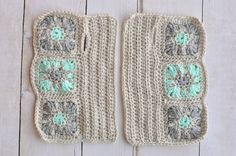 Starburst Granny Square Arm Warmers : Starburst Granny Square Arm Warmers – Make these beautiful and comfy arm warmers with this free crochet pattern. These pretty arm warmers are very fun to make! Crochet Wrist Warmers, Crochet Mitts, Crochet Gloves, Crochet Scarves, Free Crochet, Hand Warmers, Crochet Cushions, Crochet Pillow, Granny Square Crochet Pattern